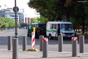 Ebertstraße ist bis zur US-Botschaft gesperrt.