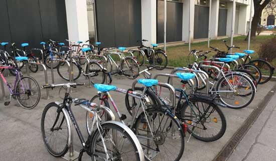 Werbung auf dem Fahrradsattelbezug