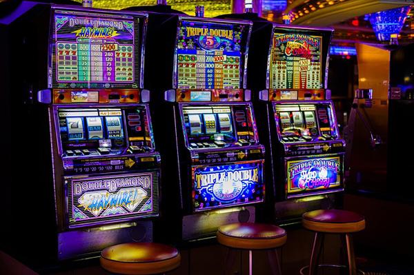 Casino Spielhalle | Foto: Bru-nO, pixabay.com, CC0 Creative Commons